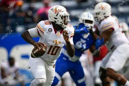 Stock Photo of Louisiana Monroe quarterback Jeremy Hunt (10) scrambles in the backfield against Georgia State during an NCAA football game on in Atlanta