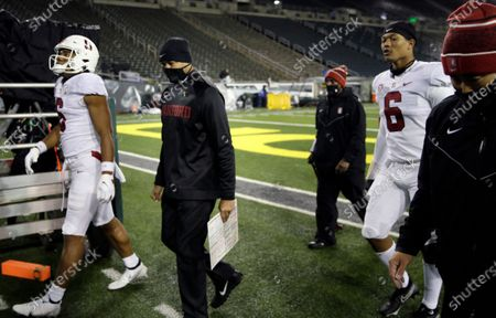Stanford head coach David Shaw, second from left, leaves the field after being defeated by Oregon in an NCAA college football game, in Eugene, Ore