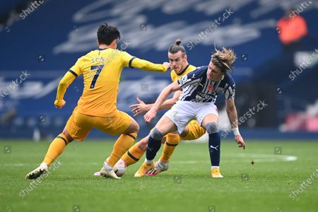 West Bromwich Albion's Conor Gallagher, right, fights for the ball with Tottenham's Son Heung-min, left, and Tottenham's Gareth Bale during the English Premier League soccer match between West Bromwich Albion and Tottenham Hotspur at the Hawthorns in West Bromwich, England