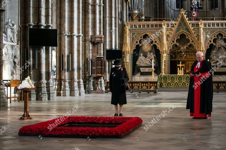 Queen Elizabeth II and The Very Reverend John Hall Abbey David Hoyle during a ceremony in London's Westminster Abbey to mark the centenary of the burial of the Unknown Warrior.