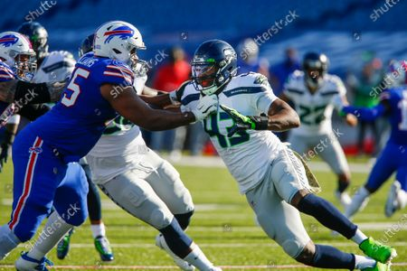 Seattle Seahawks Carlos Dunlap, right, works to get past Buffalo Bills offensive tackle Daryl Williams (75) during the first half of an NFL football game, in Orchard Park, N.Y