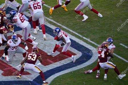 New York Giants running back Wayne Gallman (22) runs with the ball again the Washington Football Team in the second half of an NFL football game between the New York Giants and Washington Football Team, in Landover, Md