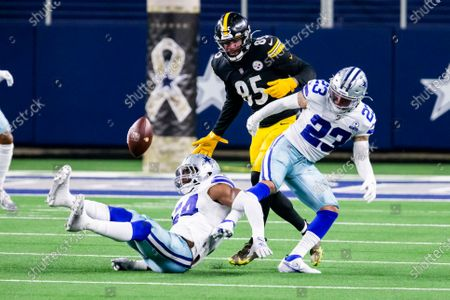 Stock Picture of Pittsburgh Steelers tight end Eric Ebron (85) is unable to catch a pass as Dallas Cowboys middle linebacker Jaylon Smith (54) and strong safety Darian Thompson (23) defend during an NFL football game, in Arlington, Texas. Pittsburgh won 24-19
