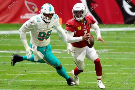 Arizona Cardinals quarterback Kyler Murray (1) scrambles as DUPLICATE***Miami Dolphins defensive tackle Raekwon Davis (98) pursues during the first half of an NFL football game, in Glendale, Ariz