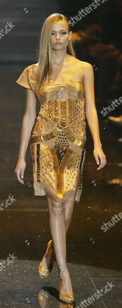 Milan Fashion Week - A Model Wears An Outfit By Italian Designer Alessandra Facchinetti For The Gucci Spring/summer 2005 Collection.
