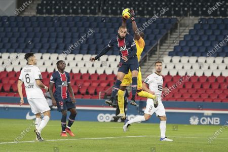 Layton Kurrawa (PSG) battled for the ball watched by Amigo Alfred Junior Gomis (Stade Rennais)
