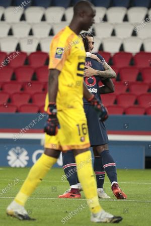 Bioty Moise Kean (PSG) scored a goal, celebration in arms of Angel Di Maria (PSG), Amigo Alfred Junior Gomis (Stade Rennais)