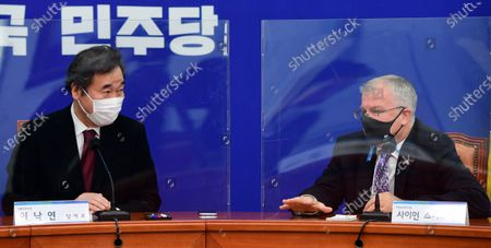 Lee Nak-yon (L), leader of the ruling Democratic Party, talks with British Ambassador to South Korea Simon Smith (R) during their meeting at the National Assembly in Seoul, South Korea, 10 November 2020.
