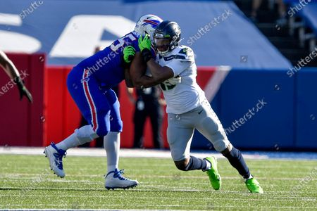 Seattle Seahawks linebacker Carlos Dunlap II (43) rushes against Buffalo Bills offensive lineman Daryl Williams (75) during the first half of an NFL football game, in Orchard Park, N.Y