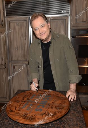 Stock Picture of Steve Wariner stops by the Circle Television Network, 'Phil Vassar's Songs from the Cellar', in Nashville, TN. 'Working with the greats', Airing November 12, 2020 on Circle @PhilVassarSFTC @circleallaccess