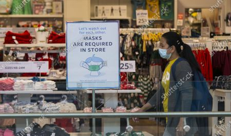 A woman wearing a face mask walks past a store with a notice of mandatory mask requirement in Toronto, Canada, on Nov. 10, 2020. Canadian Prime Minister Justin Trudeau called on local governments Tuesday to do the right thing to stem record-breaking spikes of new COVID-19 cases across the country. As of Tuesday afternoon, Canada reported a total of 272,512 cases of the COVID-19 and 10,629 deaths, according to CTV.