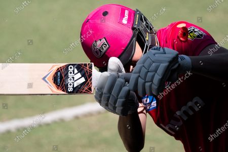 Ellyse Perry of the Sydney Sixers warms up before the Women's Big Bash League cricket match between Perth Scorchers and Sydney Sixers