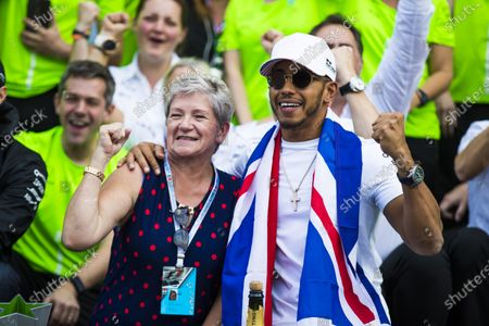 Autodromo Hermanos Rodriguez, Mexico City, Mexico. Sunday 29 October 2017. Lewis Hamilton, Mercedes AMG, celebrates securing his 4th world drivers championship title with his mum Carmen Larbalestier and the Mercedes team. World Copyright: Sam Bloxham/LAT Images