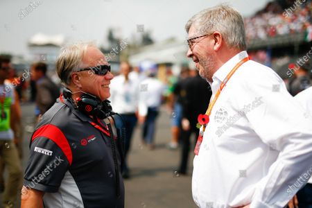Autodromo Hermanos Rodriguez, Mexico City, Mexico. Sunday 29 October 2017. Gene Haas, Team Owner, Haas F1, and Ross Brawn, Managing Director of Motorsports, FOM. World Copyright: Andy Hone/LAT Images