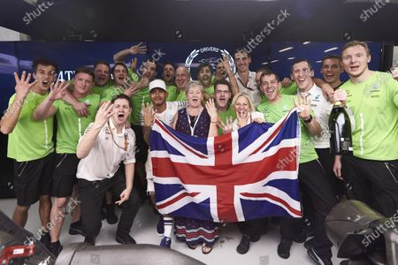 Autodromo Hermanos Rodriguez, Mexico City, Mexico. Sunday 29 October 2017. Lewis Hamilton, Mercedes AMG, celebrates with his team and his mother Carmen Larbalestier after securing the world drivers championship title for the fourth time. World Copyright: Steve Etherington/LAT Images