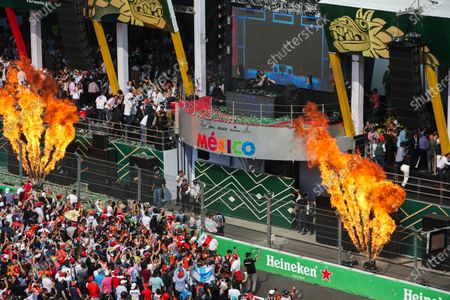 Autodromo Hermanos Rodriguez, Mexico City, Mexico. Sunday 29 October 2017. DJ Hardwell plays from the podium after the driver celebrations with flame throwers either side. World Copyright: Charles Coates/LAT Images