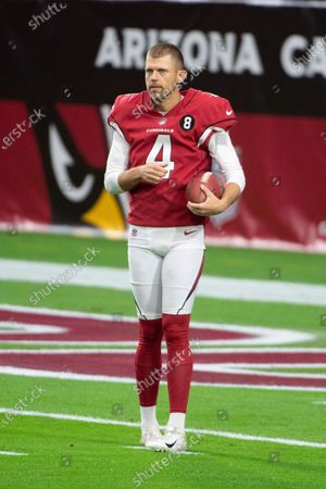Arizona Cardinals punter Andy Lee (4) warms up for an NFL football game against the Miami Dolphins, in Glendale, Ariz