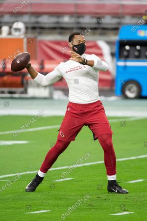 Arizona Cardinals quarterback Brett Hundley (7) warms up prior to an NFL football game against the Miami Dolphins, in Glendale, Ariz