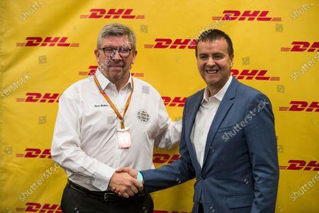 Autodromo Hermanos Rodriguez, Mexico City, Mexico. Thursday 26 October 2017. Ross Brawn, Managing Director of Motorsports, FOM, shakes hand with a representative of DHL. World Copyright: Sam Bloxham/LAT Images