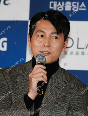 Jung Woo-sung speaks during a handprint event before The 41th Blue Dragon (Cheongryong) Awards; at the CGV Yeouido theater in Seoul, South Korea, 12 November 2020. The Blue Dragon (Cheongryong) Awards are one of the country's two major film awards. The award ceremony will take place in Paradise City, Art Space Plaza in Incheon, South Korea on 11 December 2020.