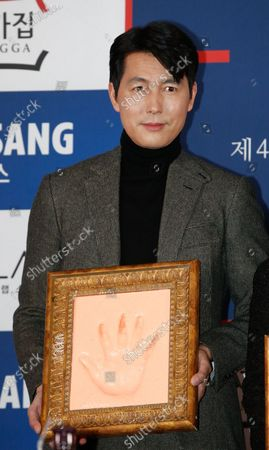 Jung Woo-sung poses for a photo  during a handprint event before The 41th Blue Dragon (Cheongryong) Awards; at the CGV Yeouido theater in Seoul, South Korea, 12 November 2020. The Blue Dragon (Cheongryong) Awards are one of the country's two major film awards. The award ceremony will take place in Paradise City, Art Space Plaza in Incheon, South Korea on 11 December 2020.