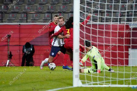 Harry Kane of England takes on Jason Denayer of Belgium, Thomas Meunier of Belgium and goalkeeper Thibaut Courtois of Belgium