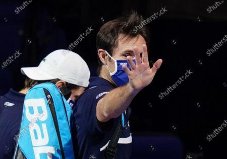 Joe Salisbury of Great Britain waves goodbye after losing in the Men's Doubles semi-final
