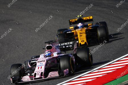 Suzuka Circuit, Japan. Sunday 08 October 2017. Sergio Perez, Force India VJM10 Mercedes, leads Jolyon Palmer, Renault R.S.17. World Copyright: Andy Hone/LAT Images