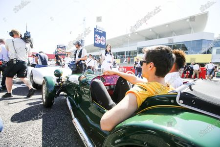 Suzuka Circuit, Japan. Sunday 8 October 2017. Jolyon Palmer, Renault Sport F1, in the drivers parade. World Copyright: Charles Coates/LAT Images