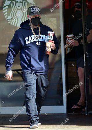 Exclusive - Benji Madden gets coffee at Starbucks