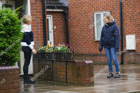 Coronation Street - Ep 10181 Monday 30th November 2020 - 1st Ep Having sold the house to Roxy, Sally Metcalfe, as played by Sally Dynevor, waves her off. Abi Franklin, as played by Sally Carman, recognises Roxy and confides in Debbie Webster that she suspects Ray is trying to buy up the whole street.