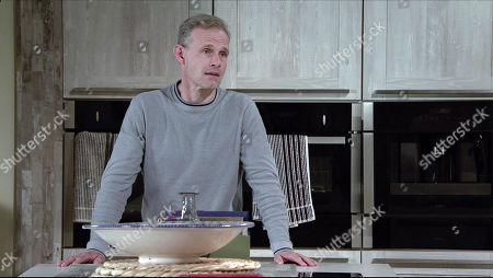 Coronation Street - 10180 Friday 27th November 2020 - 2nd Ep Nick Tilsley, as played by Ben Price, gently persuades Leanne Tilsley that it's time they returned to the hospital to say goodbye. Leanne admits she can't do it.