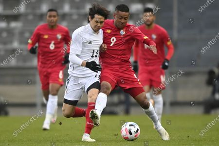 Kento Hashimoto of Japan (L) and Gabriel Torres of Panama (R) in action during the international friendly match between Japan and Panama in Graz, Austria, 13 November 2020.