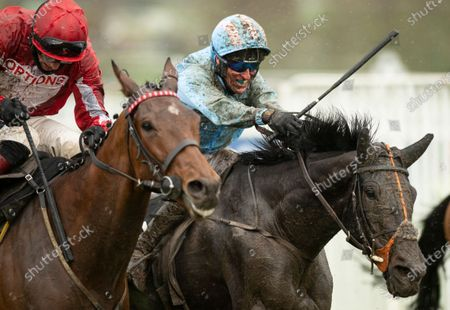 (R) The Shunter (Robbie Power) battles up the run in and wins the Greatwood HurdleCheltenham 15.11.20 Pic: Edward Whitaker, supplied by Hugh Routledge.