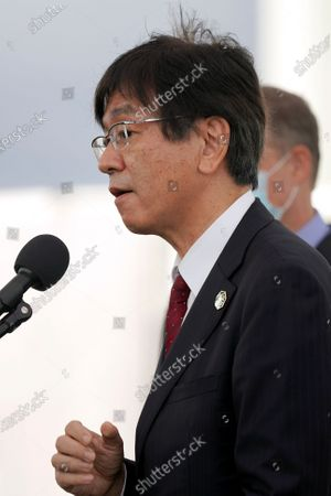 Hiroshi Sasaki, right, vice president and director general, Japanese Space Agency Human Spaceflight Technology Directorate speaks during a news conference at the Kennedy Space Center in Cape Canaveral, Fla