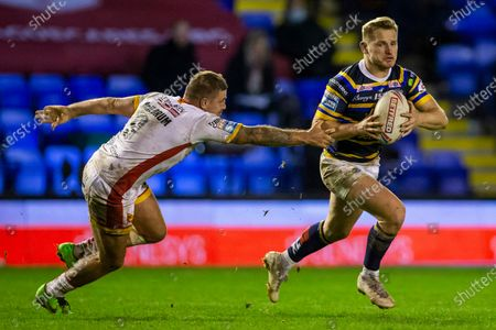 Brad Dwyer of Leeds Rhinos outruns the tackle from Michael Mcllorum of Catalans Dragons; The Halliwell Jones Stadium, Warrington, Cheshire, England; Betfred Rugby League Playoffs, Catalan Dragons versus Leeds Rhinos.