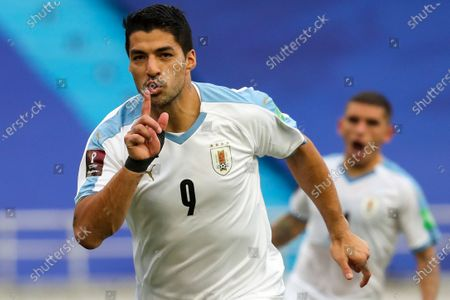 Uruguay's Luis Suarez celebrates after scoring from the penalty spot his side's second goal against Colombia during a qualifying soccer match for the FIFA World Cup Qatar 2022 at the Metropolitano stadium in Barranquilla, Colombia