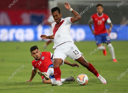 Chile's Cesar Pinares, left, and Peru's Renato Tapia battle for the ball during a qualifying soccer match for the FIFA World Cup Qatar 2022 in Santiago, Chile