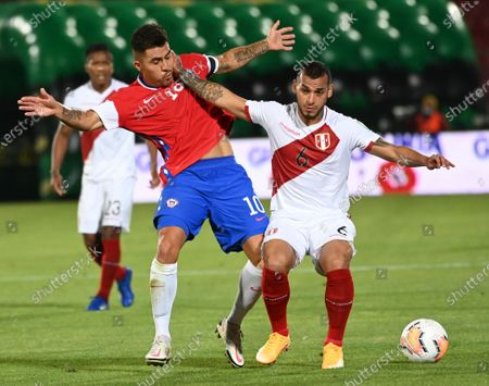 Peru's Miguel Trauco, right, and Chile's Cesar Pinares battle for the ball during a qualifying soccer match for the FIFA World Cup Qatar 2022 in Santiago, Chile
