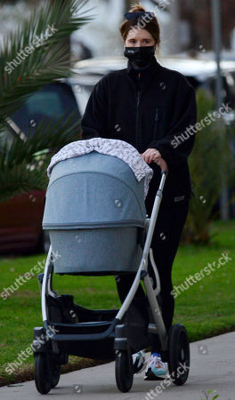 Exclusive - Katherine Schwarzenegger wearing a mask that says 'I am a voter' takes daughter Lyla Maria Pratt for an late afternoon walk in Santa Monica