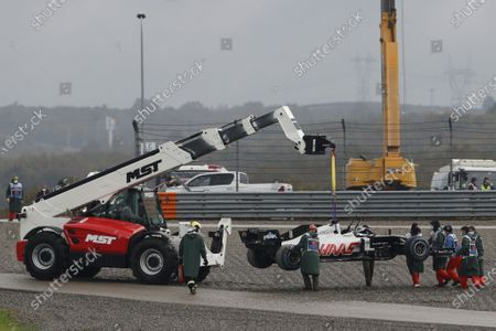 The car of French Formula One driver Romain Grosjean of Haas F1 Team is lifted during the qualifying practice session of the Formula One Grand of Turkey on the Intercity Istanbul Park circuit, Istanbul, Turkey, 14 November 2020. The Formula One Grand of Turkey will take place on 15 November 2020.