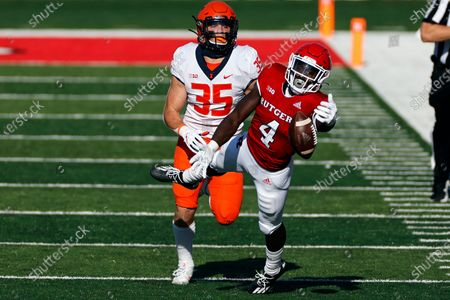 Rutgers running back Aaron Young (4) can't make a catch in front of Illinois linebacker Jake Hansen (35) during the first half of an NCAA college football game, in Piscataway, N.J. Illinois won 23 - 20