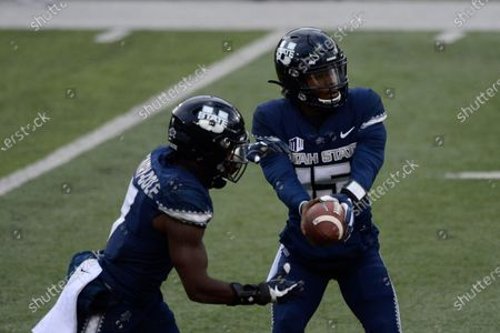 Utah State Aggies quarterback Jason Shelley (right) hands the ball to running back Devonta'e Henry-Cole (7) during an NCAA football game on in Logan, Utah