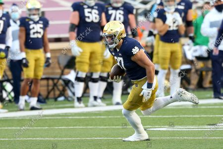 Chestnut Hill, MA, USA; Notre Dame Fighting Irish tight end Michael Mayer (87) in action during the NCAA football game between Notre Dame Fighting Irish and Boston College Eagles at Alumni Stadium