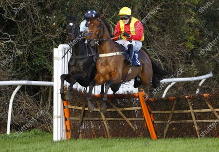 Furkash and Jonjo O'Neill win the Paddy Power Games Novices' Hurdle at Fontwell.