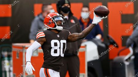 Cleveland Browns wide receiver Jarvis Landry warms up before an NFL football game against the Houston Texans, in Cleveland