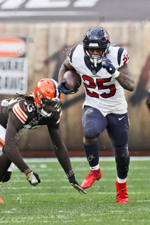 Houston Texans running back Duke Johnson (25) rushes during the second half of an NFL football game against the Cleveland Browns, in Cleveland