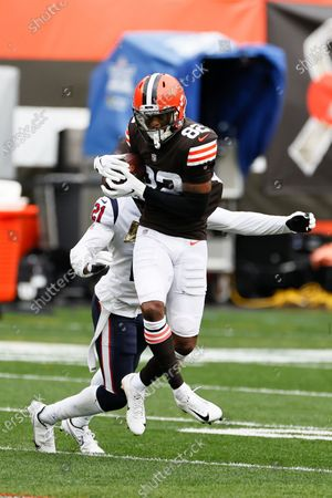 Cleveland Browns wide receiver Rashard Higgins (82) makes a reception against Houston Texans cornerback Bradley Roby (21) during the first half of an NFL football game, in Cleveland