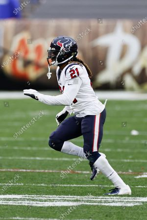 Houston Texans cornerback Bradley Roby (21) plays against the Cleveland Browns during the second half of an NFL football game, in Cleveland