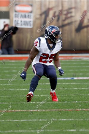 Houston Texans running back Duke Johnson (25) runs up the field during an NFL football game against the Cleveland Browns, in Cleveland